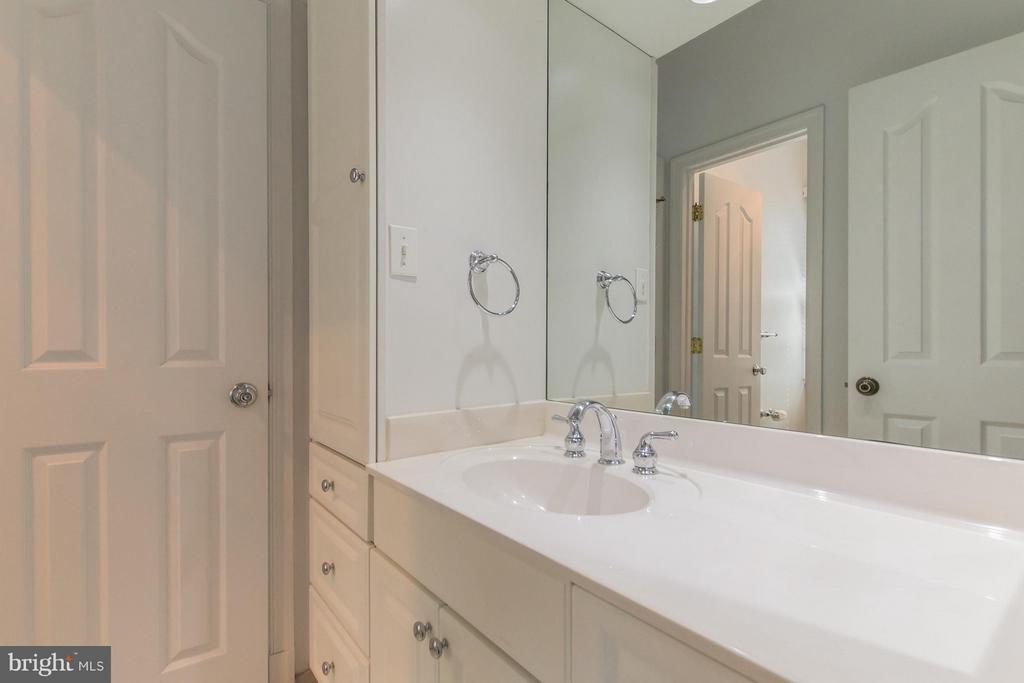 Bath - 4357 26TH ST N, ARLINGTON