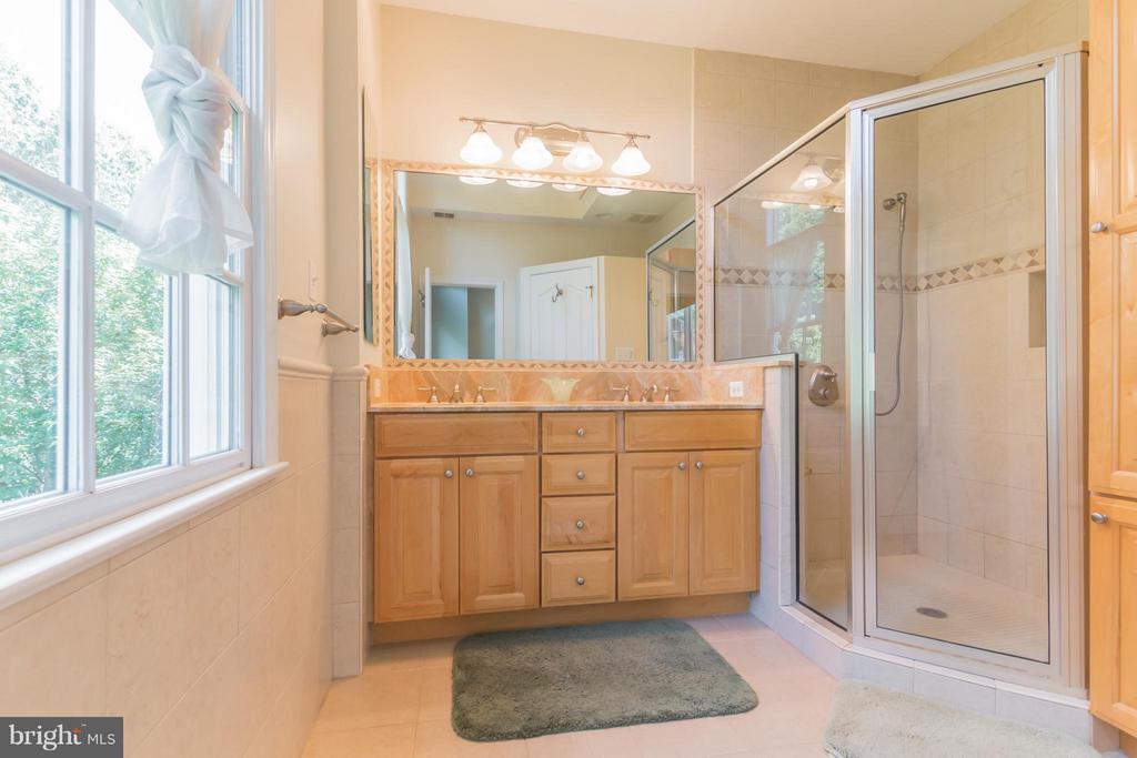 Bath (Master) - 4357 26TH ST N, ARLINGTON