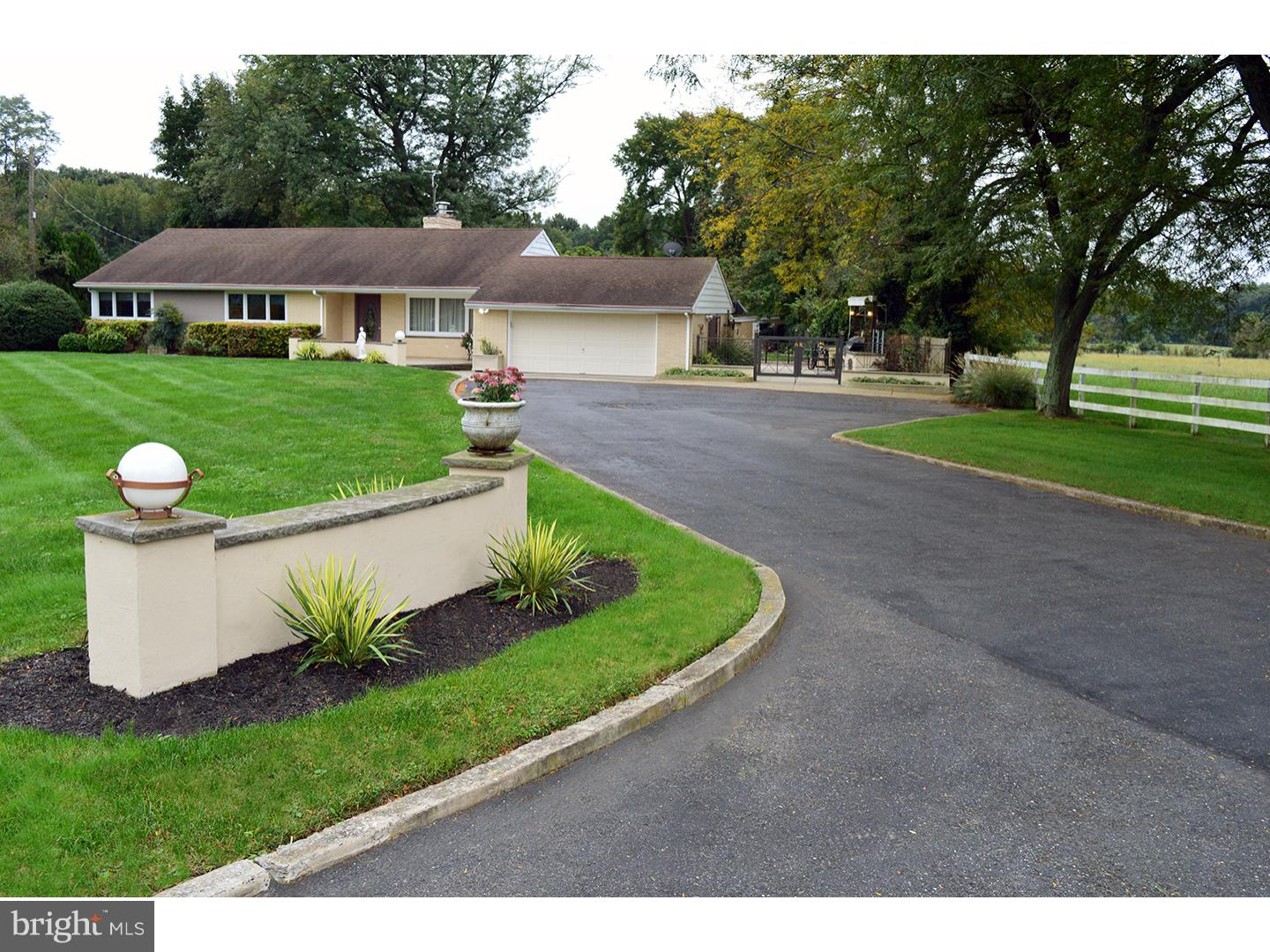 Single Family Home for Sale at 2074 BURLINGTON COLUMBUS Road Florence, New Jersey 08505 United States