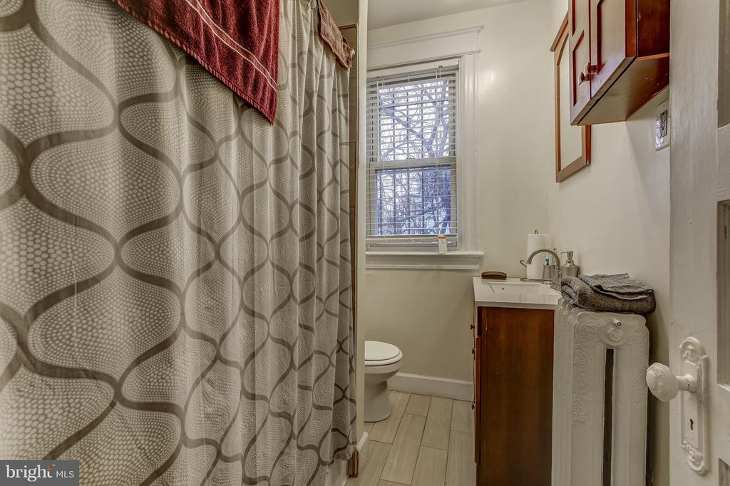 Bathroom - 722 K ST NE, WASHINGTON