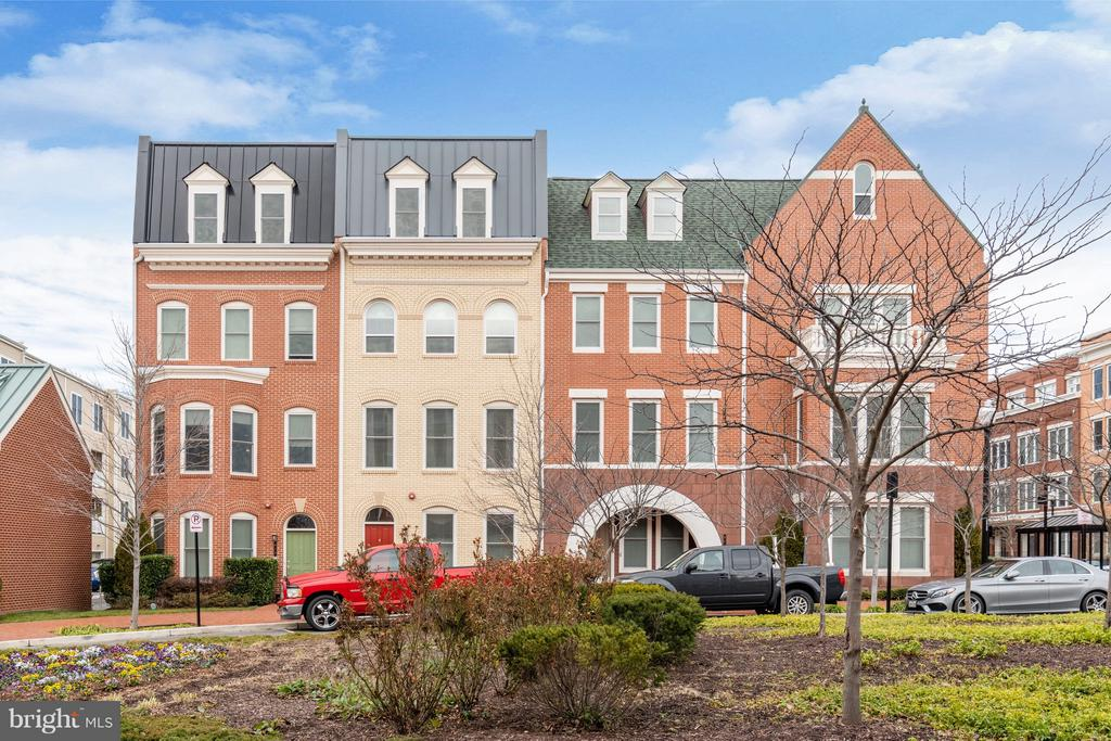 620 E CUSTIS AVENUE, Alexandria, Virginia