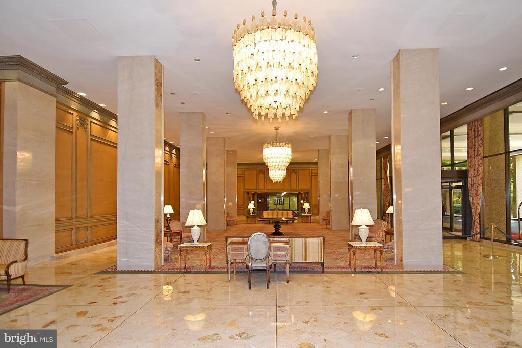 Beautiful foyer - 2801 NEW MEXICO AVE NW #808, WASHINGTON