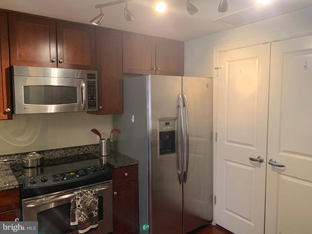 Kitchen with Stainless Appliances - 1020 N HIGHLAND ST #601, ARLINGTON
