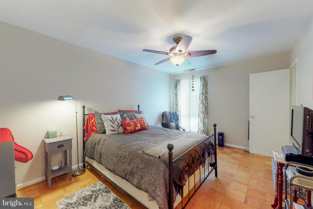 Cozy Master Bedroom - 4404 ISLAND PL #304, ANNANDALE
