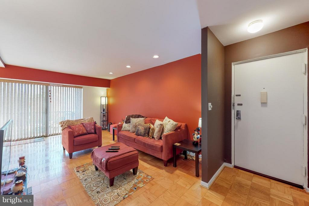 Spacious Living Room and Entryway - 4404 ISLAND PL #304, ANNANDALE