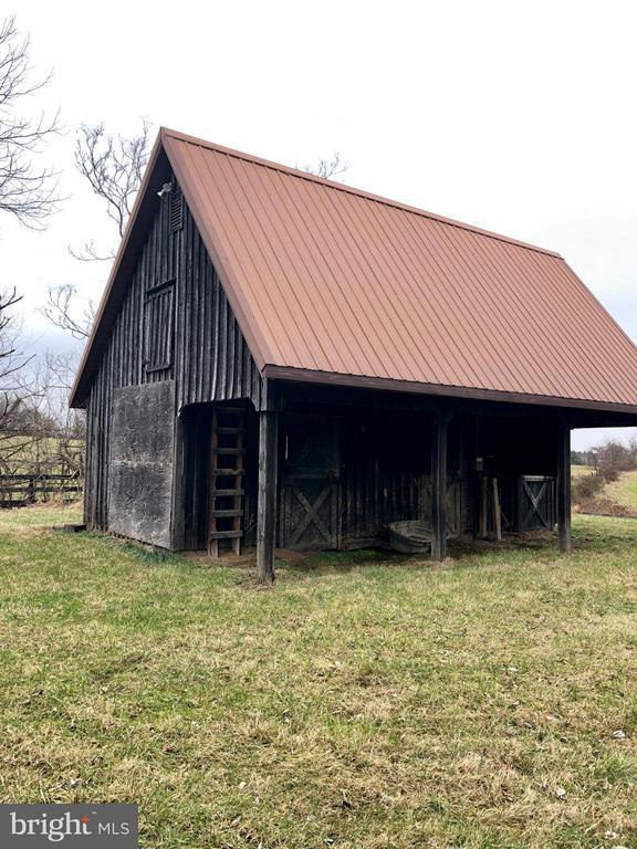 Barn with Loft area - 18483 SILCOTT SPRINGS RD, PURCELLVILLE