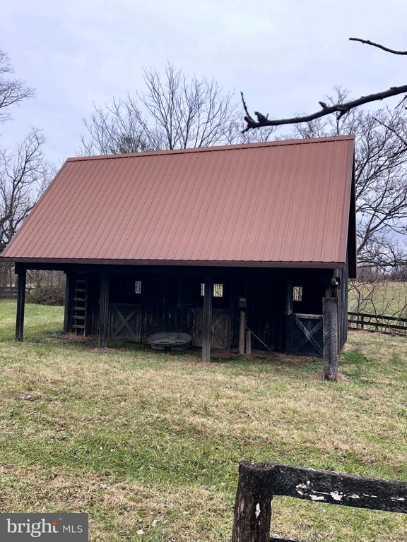 Bring your horse or cows.... - 18483 SILCOTT SPRINGS RD, PURCELLVILLE