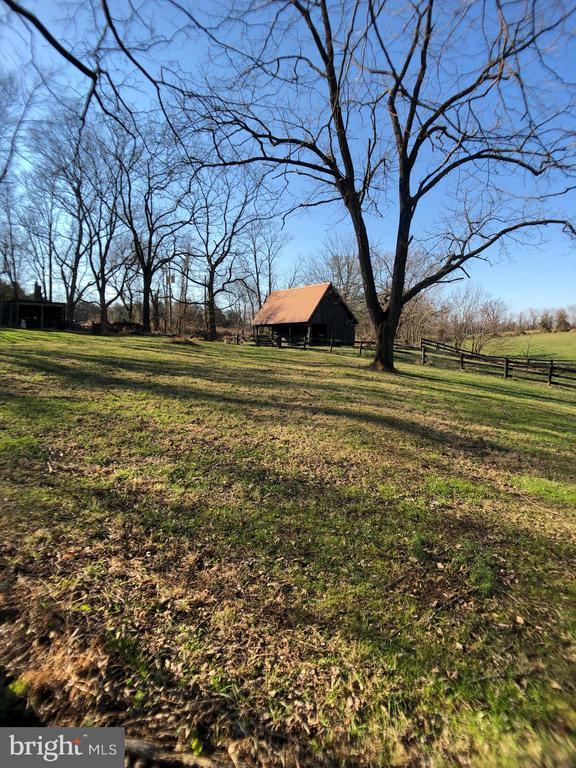 View of Barn - 18483 SILCOTT SPRINGS RD, PURCELLVILLE