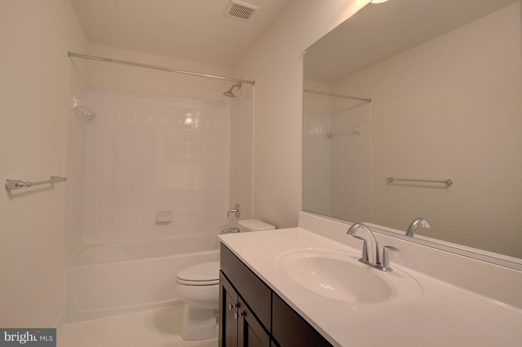Upstairs Hall Bath - 1406 CANOPY LN, ODENTON