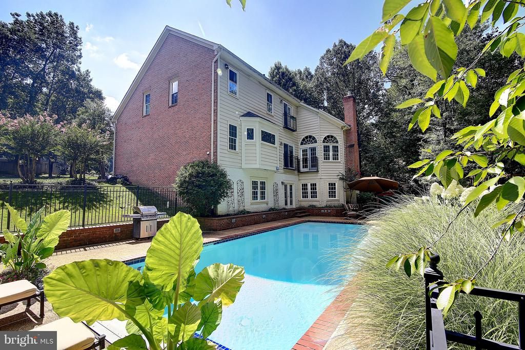 Welcome home! - 1298 STAMFORD WAY, RESTON