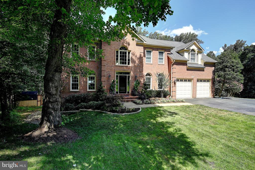 Brick front off a private drive, backing to trees - 1298 STAMFORD WAY, RESTON