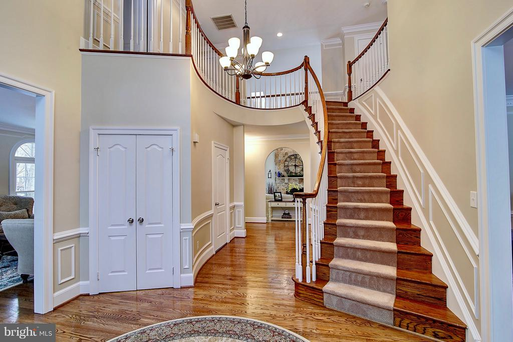 Welcoming & inviting 18' two story foyer - 1298 STAMFORD WAY, RESTON