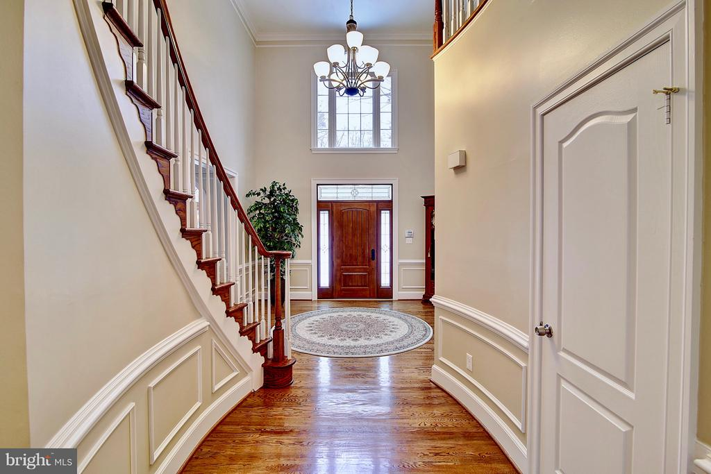 Gleaming wood floors with custom moldings - 1298 STAMFORD WAY, RESTON