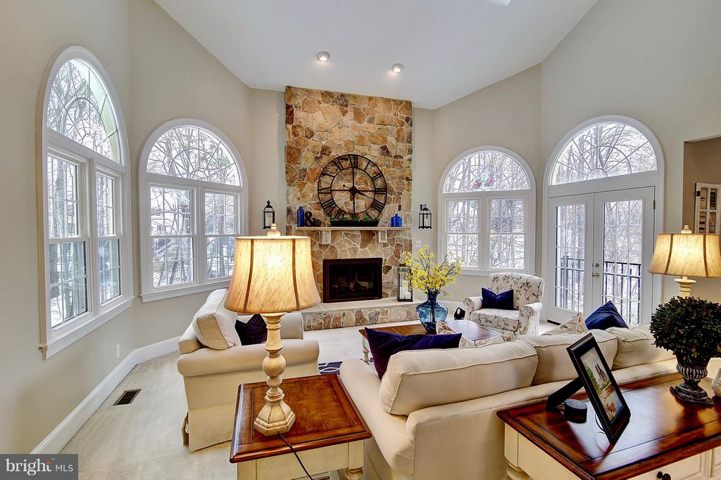 So much light with all those palladian windows - 1298 STAMFORD WAY, RESTON