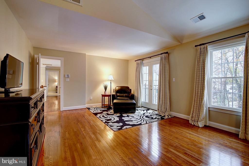 Master bedroom/owner's sitting area - 1298 STAMFORD WAY, RESTON