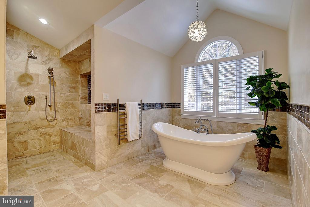Roman shower & modern free standing soaking tub - 1298 STAMFORD WAY, RESTON