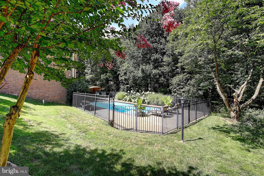 nearly 1/2 acre with fenced-in backyard - 1298 STAMFORD WAY, RESTON