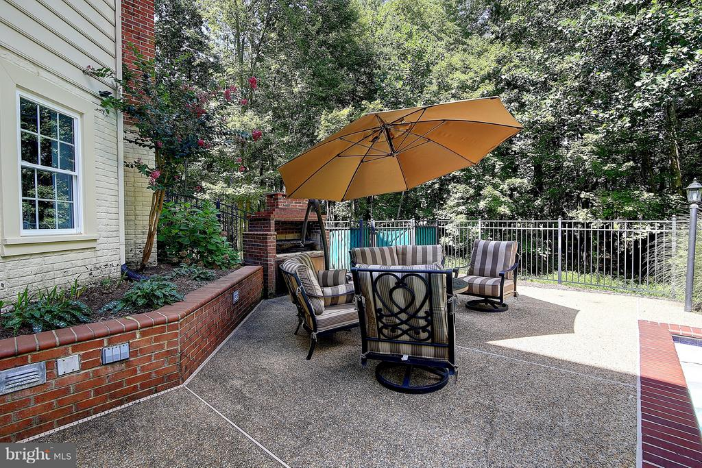 Backyard patio space - 1298 STAMFORD WAY, RESTON