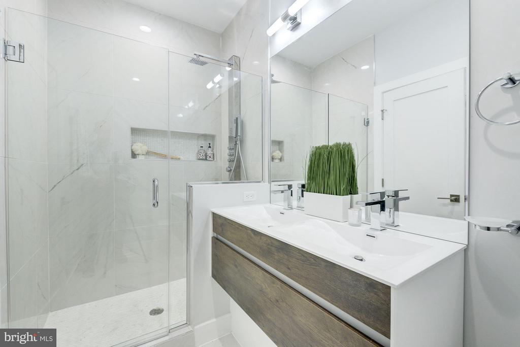 Owner's en-suite - 549 PARK RD NW #3, WASHINGTON