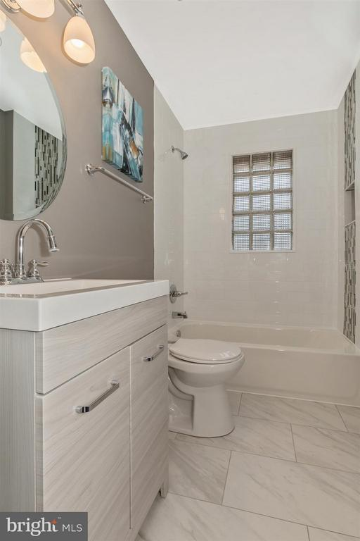 Main Level Full Bathroom - 4 E 13TH ST, FREDERICK