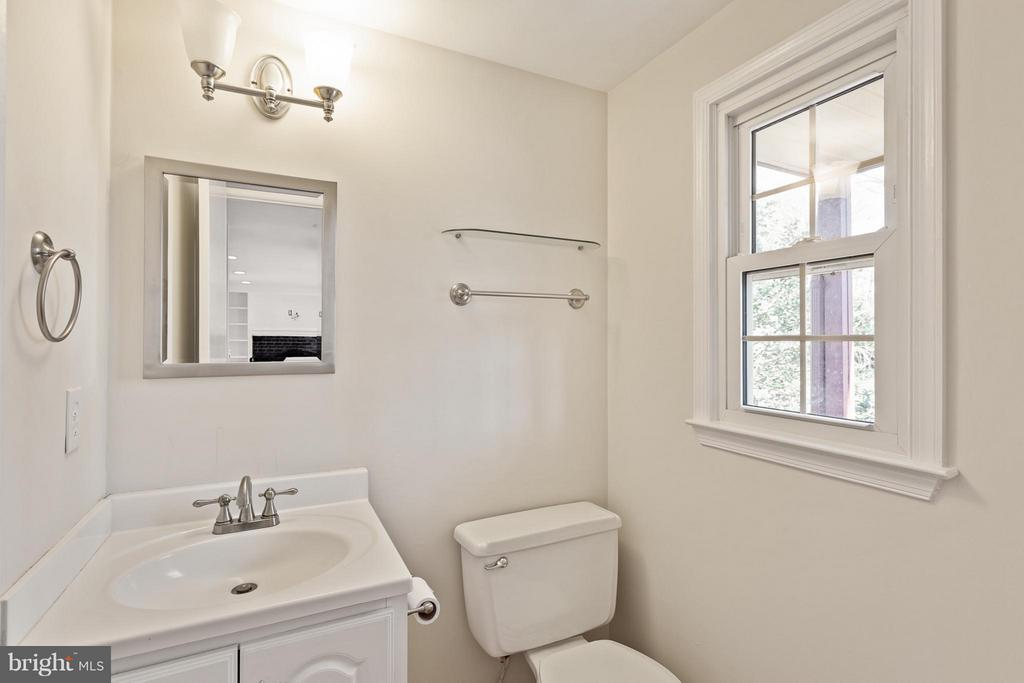Half Bath on Main Level - 5833 NEW ENGLAND WOODS DR, BURKE