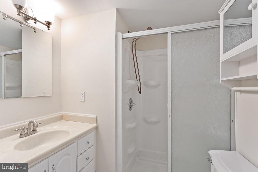Ceramic Full Bath in Lower Level - 5833 NEW ENGLAND WOODS DR, BURKE