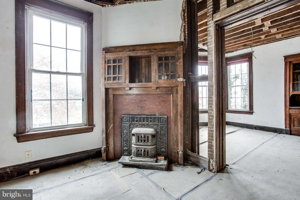 Stunning Fireplace and Wood Stove! - 700 RANDOLPH ST NW, WASHINGTON