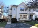Fabulous end unit  with private driveway - 18016 FENCE POST CT, GAITHERSBURG