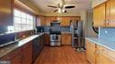 Gas range and stainless steel appliances - 18016 FENCE POST CT, GAITHERSBURG
