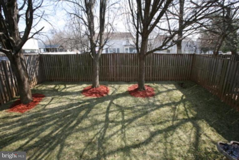 Backs to single family homes - 18016 FENCE POST CT, GAITHERSBURG
