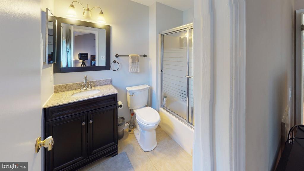 Ensuite bath has been updated - 18016 FENCE POST CT, GAITHERSBURG