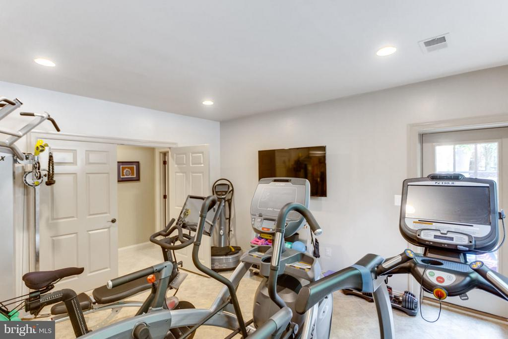 Exercise Room with Access to Pool - 8518 WEDDERBURN STATION DR, VIENNA