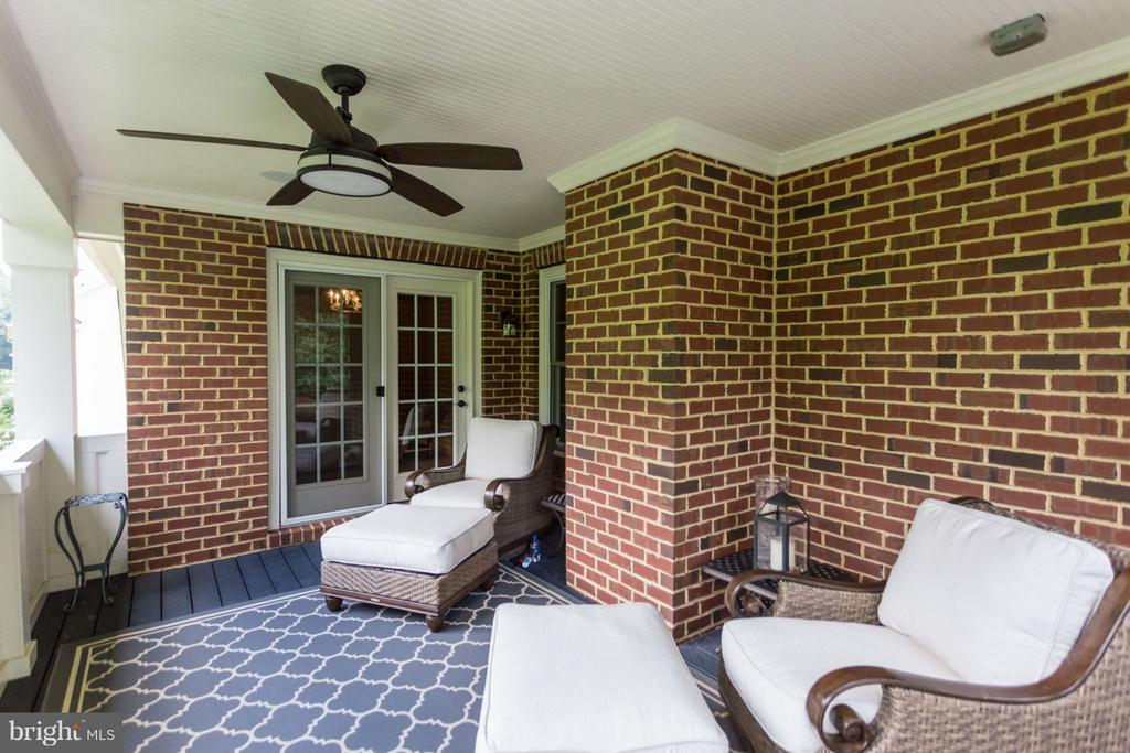 Covered Porch Area off Master - 8518 WEDDERBURN STATION DR, VIENNA