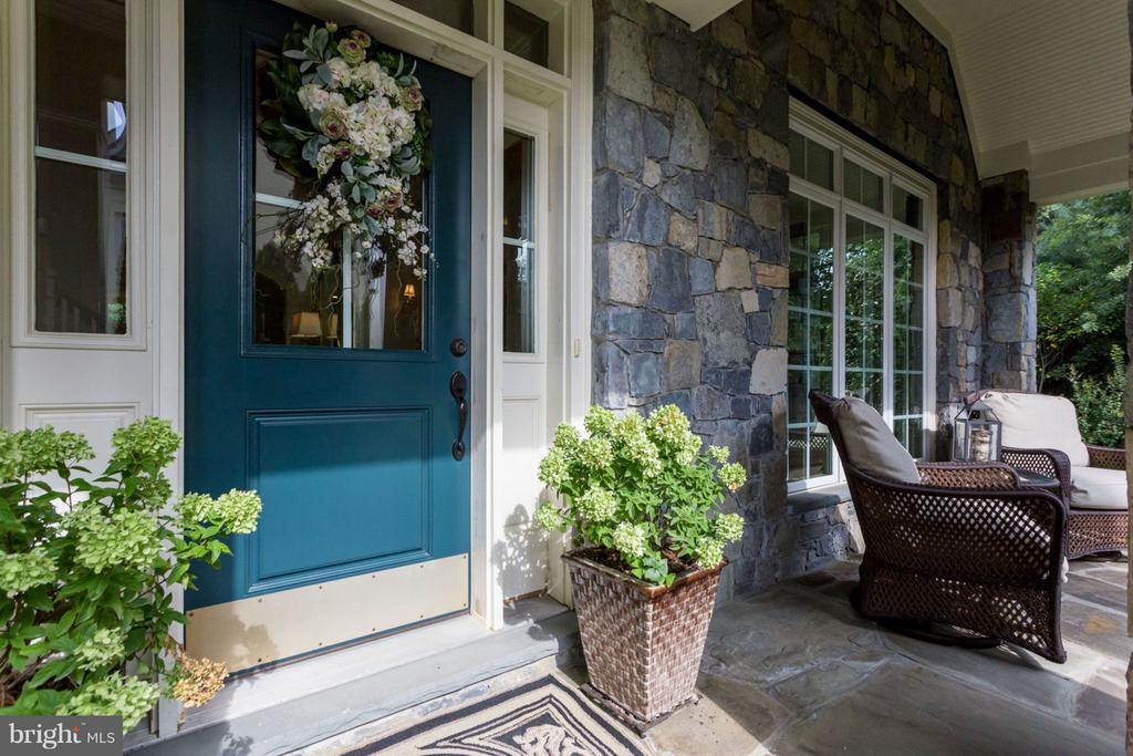 Elegant Stone Entry - 8518 WEDDERBURN STATION DR, VIENNA