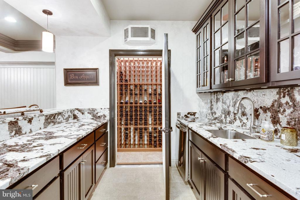 Kitchen/Wine Room - 8518 WEDDERBURN STATION DR, VIENNA