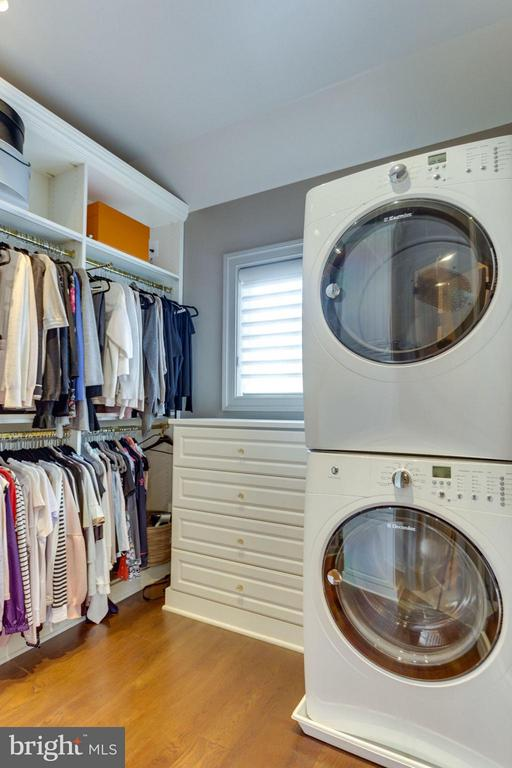 3rd Master Closet with Washer & Dryer - 8518 WEDDERBURN STATION DR, VIENNA