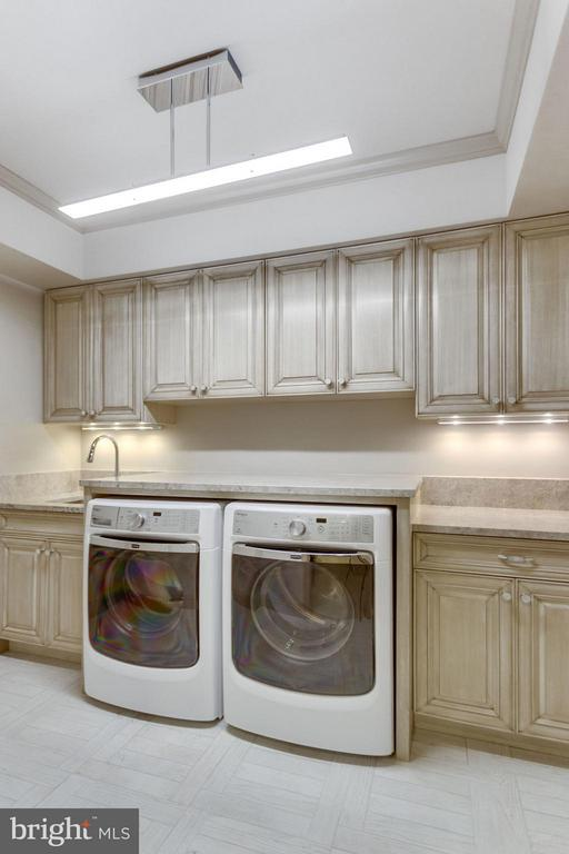 Lower Level Laundry Room - 8518 WEDDERBURN STATION DR, VIENNA