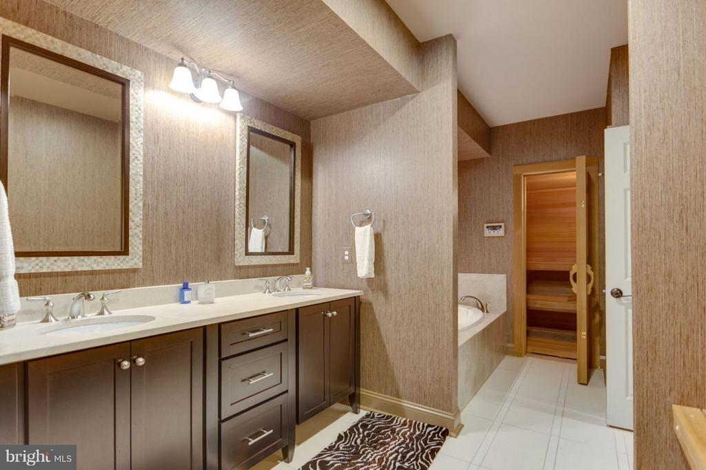 Lower Level Bath with Sauna and Steam Shower - 8518 WEDDERBURN STATION DR, VIENNA
