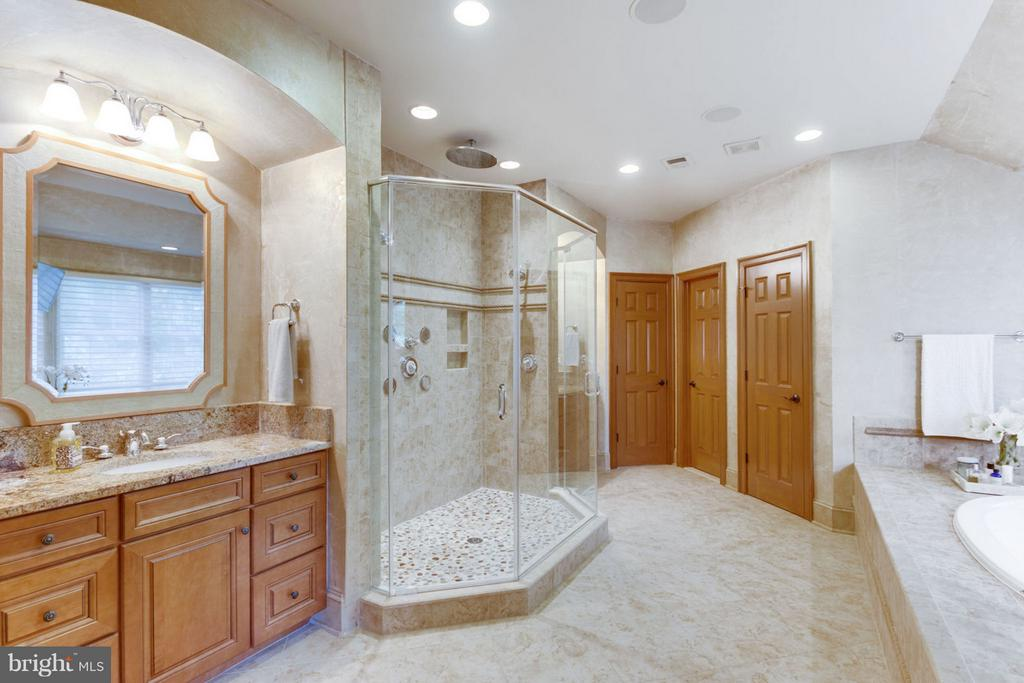 Master Bath with Heating Floors, Separate Vanities - 8518 WEDDERBURN STATION DR, VIENNA