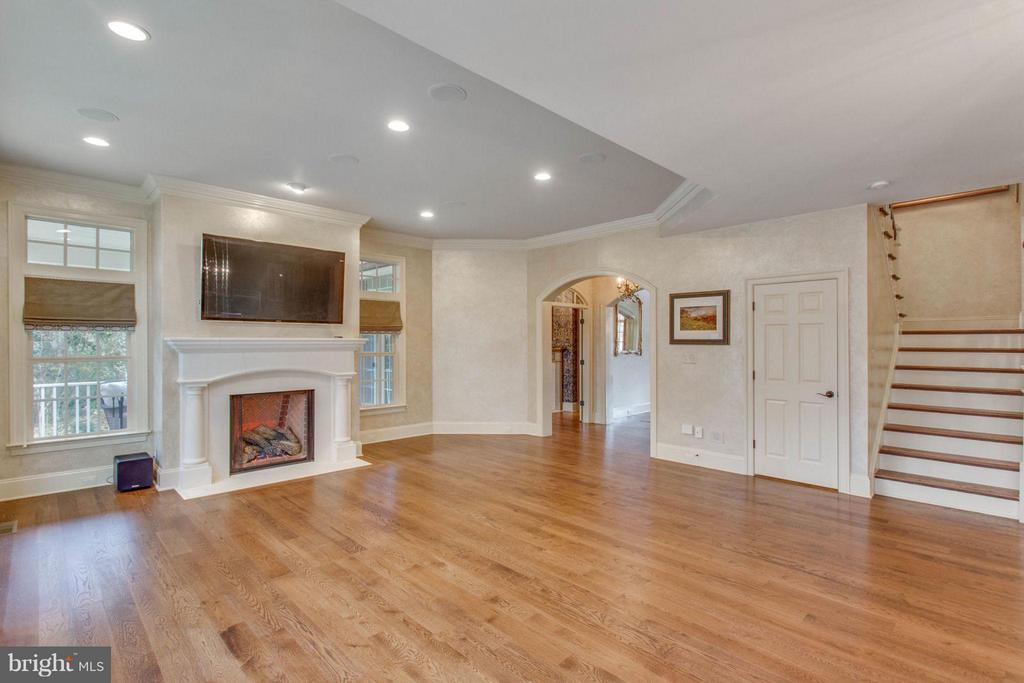 Family Room with access to Formal Rooms & Staircas - 8518 WEDDERBURN STATION DR, VIENNA