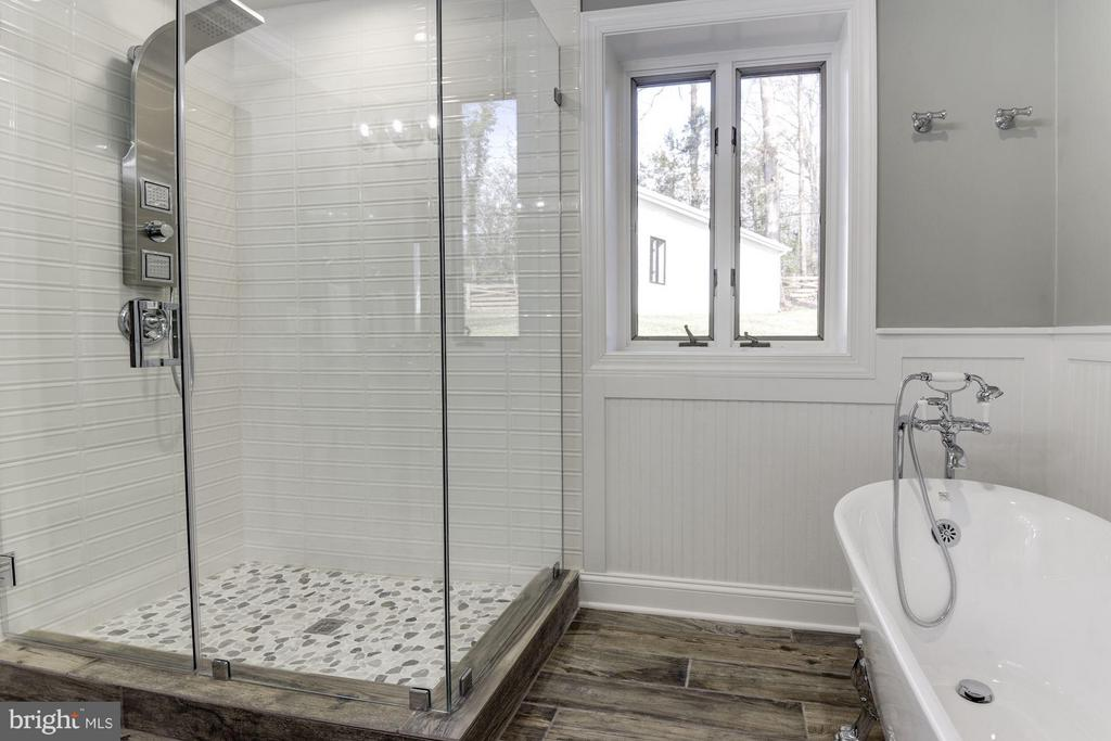 Glass Enclosed Shower, Separate Claw Foot Tub - 7821 FORT HUNT RD, ALEXANDRIA