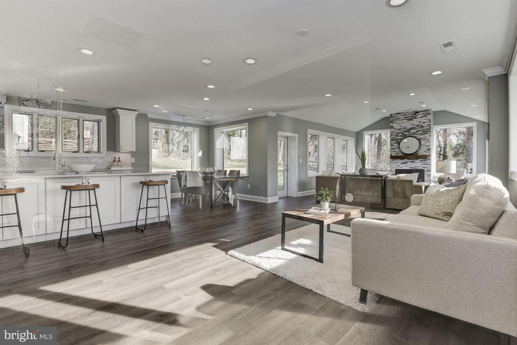 Welcoming Open Concept Floor Plan - 7821 FORT HUNT RD, ALEXANDRIA
