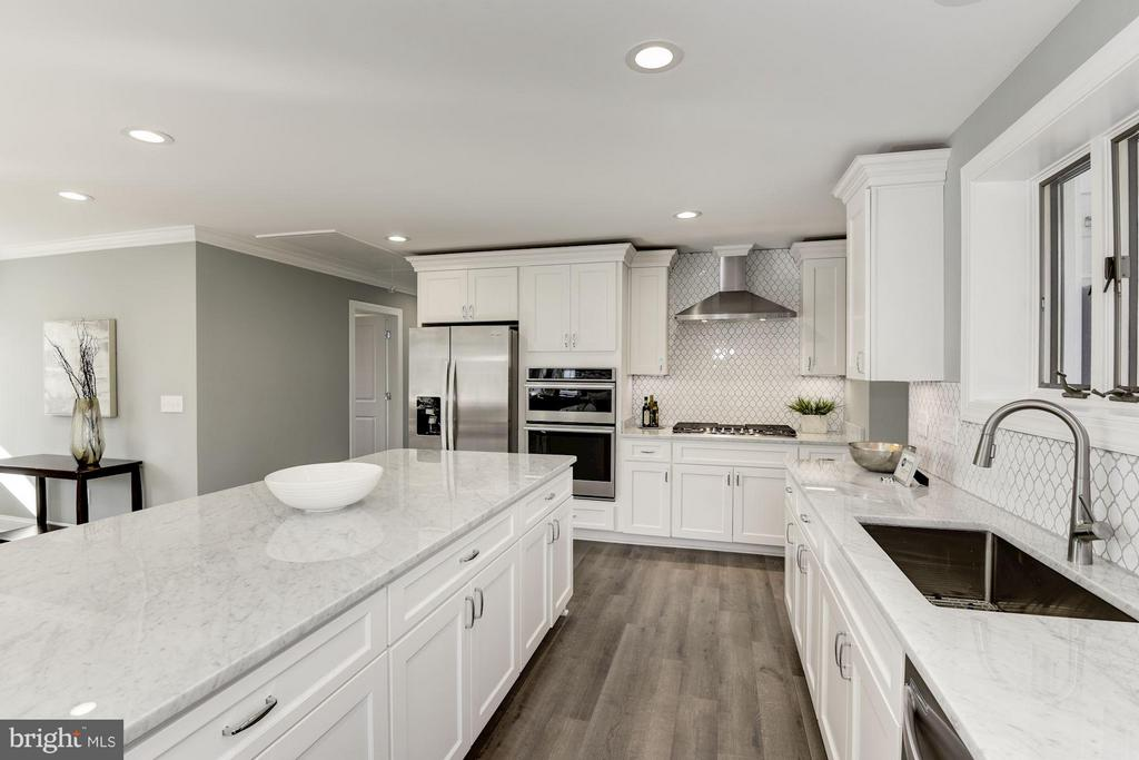 Polished Carrara Marble Counters - 7821 FORT HUNT RD, ALEXANDRIA