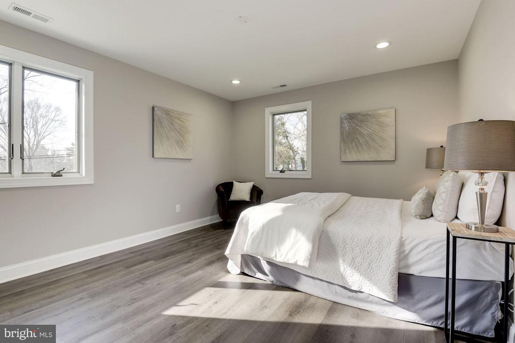 Lots of Light in Bedroom 2 - 7821 FORT HUNT RD, ALEXANDRIA