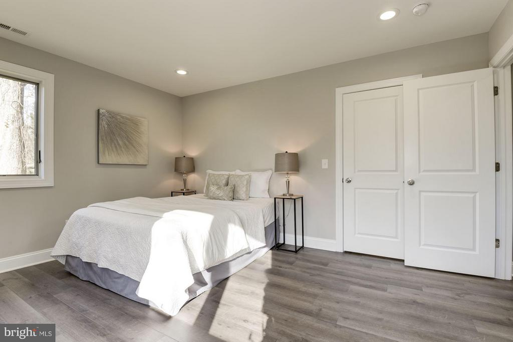 Recessed Lighting and Wide Plank Floor - 7821 FORT HUNT RD, ALEXANDRIA