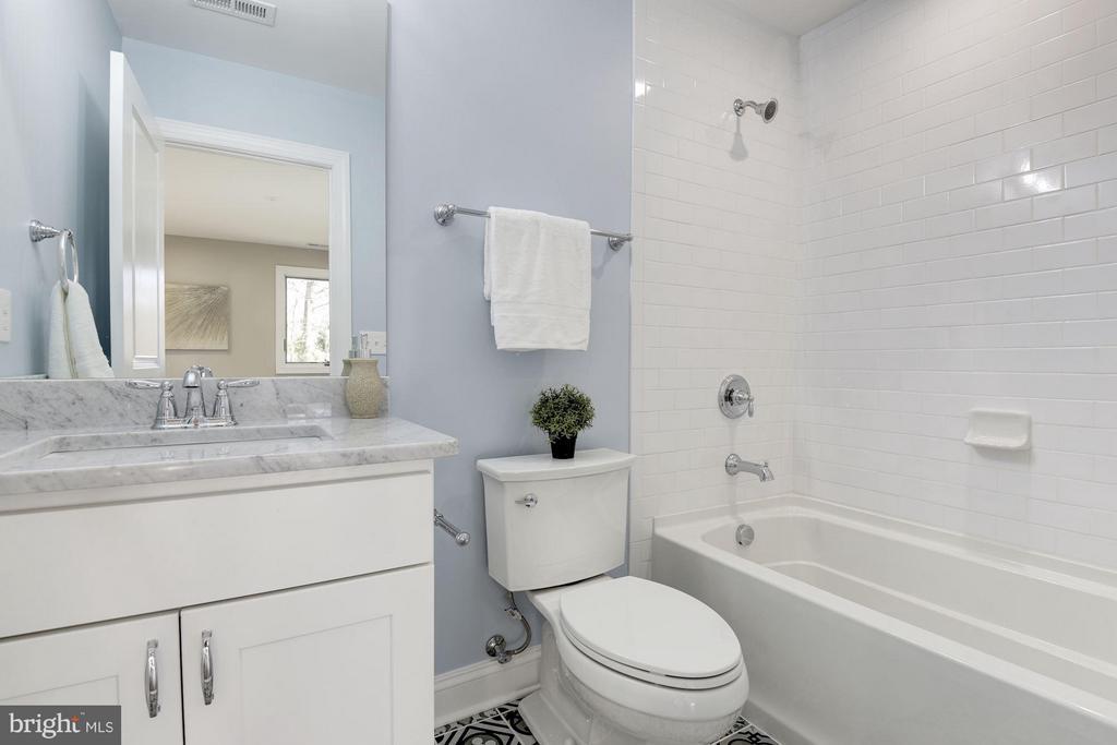 En Suite Bathroom in Bedroom 2 - 7821 FORT HUNT RD, ALEXANDRIA