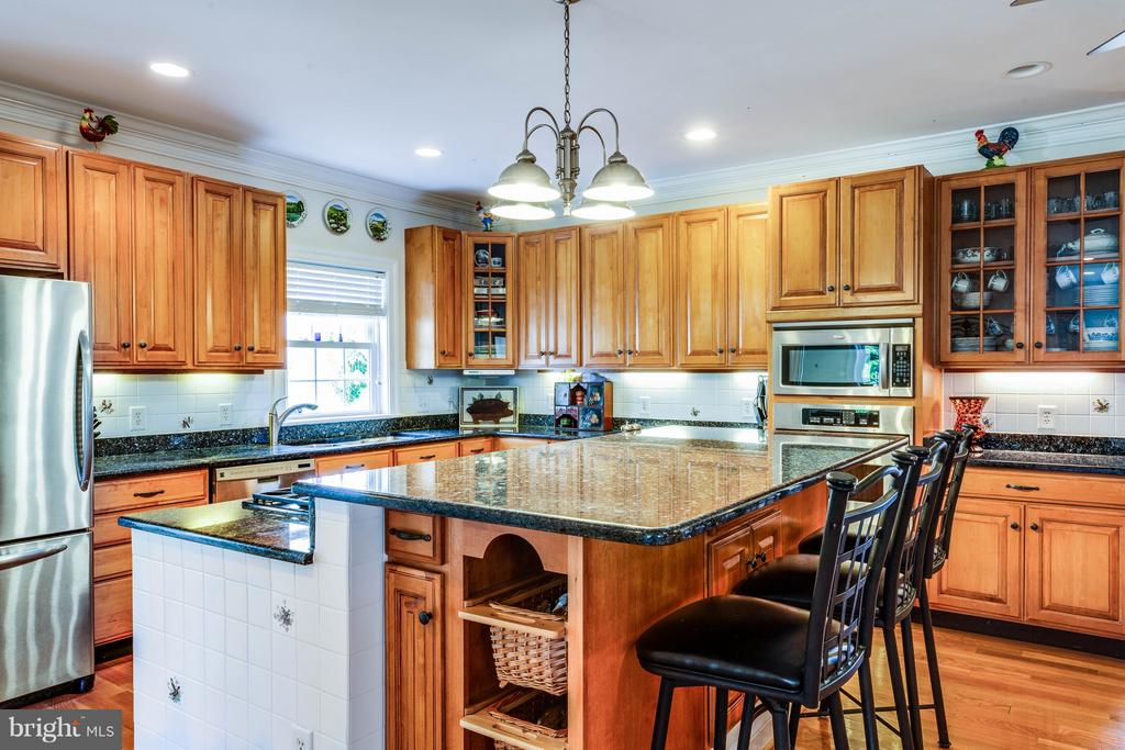Plenty of workspace for entertaining - 417 FOREST LANE RD, FREDERICKSBURG