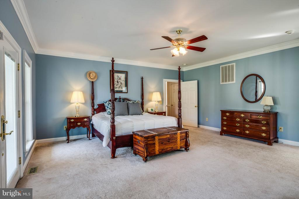 Spacious Master Bedroom - 417 FOREST LANE RD, FREDERICKSBURG