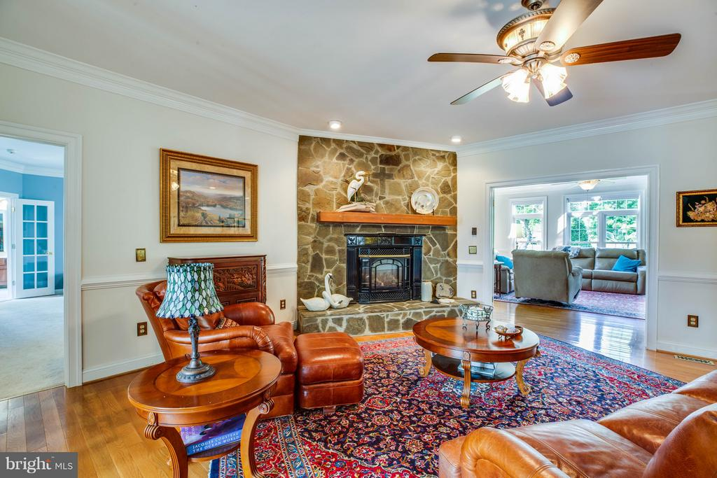 Family Room - 417 FOREST LANE RD, FREDERICKSBURG