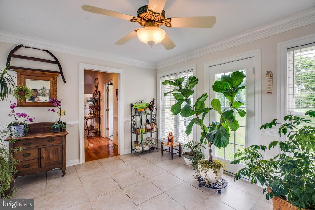 Florida/Sun Room opens to side porch & garage - 417 FOREST LANE RD, FREDERICKSBURG